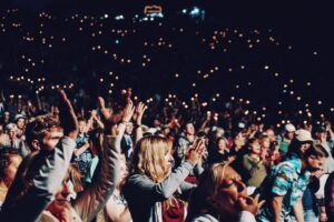 AAudience clapping with confetti